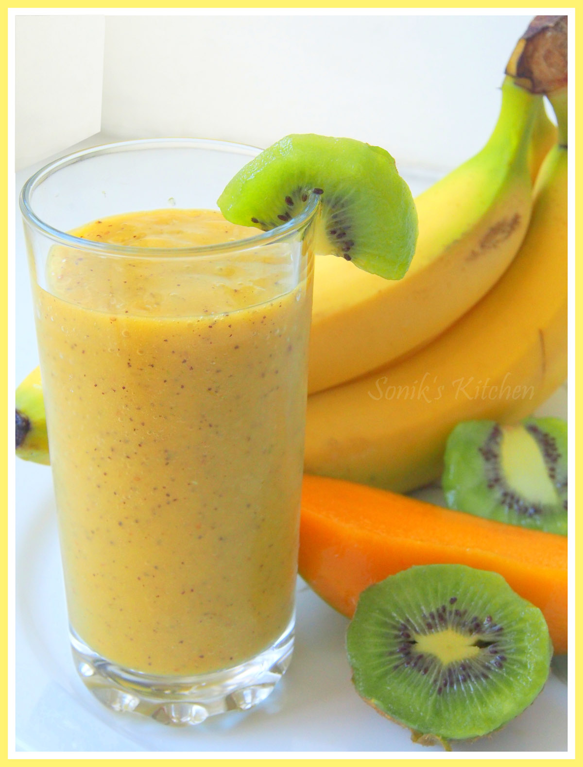 Golden Frenzy (Kiwi Mango Banana Smoothie)