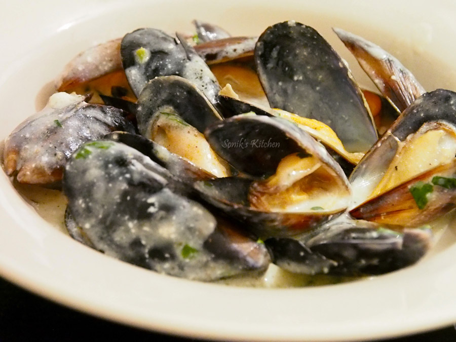Moules Marinieres (Mussels in White Wine Sauce)