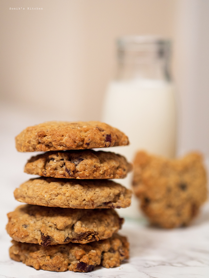 Date & Raisin Oatmeal Cookies